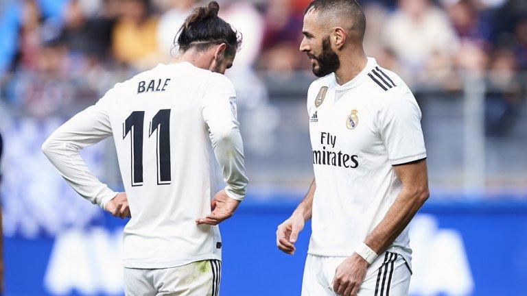 """1. Сгрешеният план на Флорентино Перес Главната причина за всичко това. През лятото бе позволено да суперзвездата Кристиано Роналдо да си тръгне в посока Ювентус. Португалецът вече наниза девет гола в Серия А – колкото има цялото нападение на Реал: Бензема (5), Бейл (3), Винисуис (1), Мариано (0), от началото на сезона в Ла лига. Матео Ковачич бе пратен под наем в Челси, а Ашраф Хакими е в Борусия Дортмунд и се представя по-добре от който и да е бек на """"белите"""" през кампанията. Не самата продажба или пращането под наем на футболисти обаче е проблемът. Той се корени в липсата на качествени заместници. Реал взе Куртоа, Одриосола и Мариано, които все още не успяват да се впишат в тима. В предишни години след световни първенства, Мадрид купуваше суперзвезди като Фоналдо, Фабио Канаваро, Месут Йозил, Тони Кроос и Хамес Родригес, но Флорентино Перес просто спря да харчи пари."""