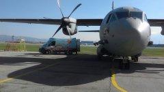 """На 15 април военен самолет """"Спартан"""" с тричленен екипаж транспортирал медицински екип от София до Варна за спешна операция на детето. На следващия ден втори екипаж заминава с военния самолет, за да транспортира малкия пациент от Варна до София."""