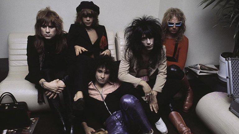 New York Dolls (1971)  Култова банда за периода, част от разрастващата се пънк сцена на Ню Йорк. Певецът на Overkill Боби Блиц обяснява, че разликата между траш бандите от източния и западния бряг е зависела от съответното пънк течение, което е процъфтявало в региона. Затова трябва да благодарим именно на New York Dolls за групи като Overkill и Anthrax.