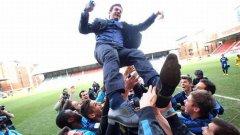 """Треньорът на юношите на Интер Андреа Страмачони е подхвърлян във въздуха от възпитаниците си след победата в първото издание на Шампионската лига за юноши - сериите """"NextGen"""". Ден по-късно той застана начело на първия отбор на """"нерадзурите"""""""