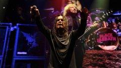 Всъщност май точно Black Sabbath изобретиха хеви метъла. А сега вече е време за раздяла с тях