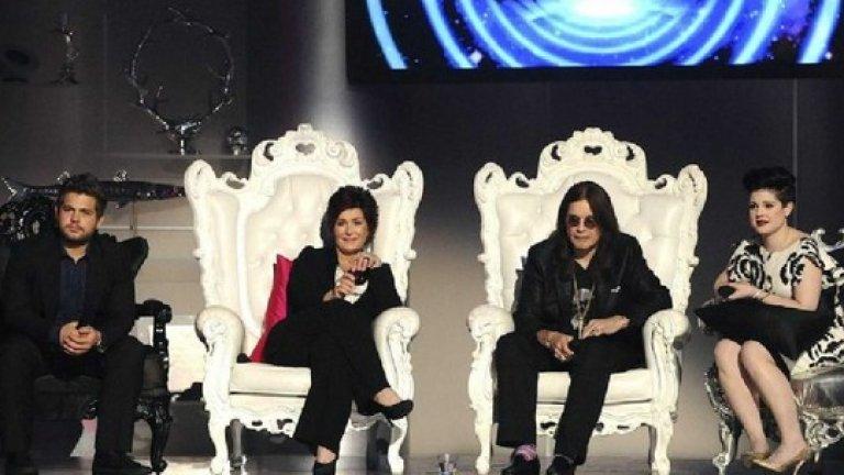 Osbournes Reloaded – ужасяващи отзиви  Началото на 2000-те в телевизията минава под знака на фамилията Озборн и риалити шоуто за техния необичаен семеен живот. Заради успеха им Fox решава да създаде вариететно шоу през 2009 г., водено от Ози Озборн, жена му Шарън и двете им деца.   Osbournes Reloaded съдържа скечове, гостувания на знаменитости и музика на живо, но първо е съкратено от един час на 35 минути, а след това получава ужасяващи ревюта от критиката. 16 от филиалите на Fox отказват да покажат дори първия епизод, като 10 от тях все пак го излъчват на по-късна дата. Останалите пет заснети епизода отиват директно в архивите.
