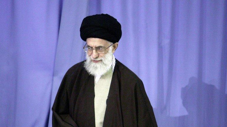 Али Хаменей (Иран) На власт от 13 ноември 1989 г.  Хаменей е вторият аятолах на Иран след Рухолах Хомейни и заема позицията на върховен лидер вече над три десетилетия. Макар и властта му да не е неограничена, все пак той има много сериозен контрол върху различните клонове на управлението. Хаменей има и безусловната подкрепа на Революционната гвардия, която е създадена с цел защита на институцията аятолах, но с времето се превръща в гигантска структура с изключително влияние не само върху политическата система, но и върху всеки един аспект от иранското общество.