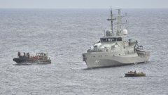 Десетки са загинали след потъване на лодка, превозваща мигранти, край Италия