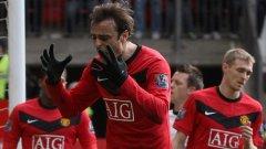Бербатов се ядосва след пропуск срещу Фулъм. До края на мача българският национал успя да отбележи 10-ия си гол за сезона. Снимка: Getty Images