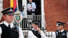 Основателят на Wikileaks не е излизал навън от 3 години