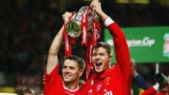 Оуен вдига Купата на Лигата през 2003 г. с екипа на Ливърпул заедно със Стивън Джерард. Нападателят вкара над 150 гола за родния си клуб, преди да напусне - и повече да не се върне до края на кариерата си, въпреки своето желание
