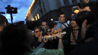 """Дъждът не уплаши недоволните от управлението на страната и се събраха за 31-ви пореден ден на площад """"Независимост"""" в София"""