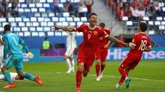 Смолов се радва след отбелязването на втория гол в мача, с който приключи всякаква интрига