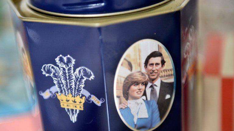 """Лейди Даяна и принц Чарлз Когато подписаха развода си през 1996-та, принцеса Даяна успя да """"издои"""" 28 млн. долара от принц Чарлс. """"Тя взе всяко едно пени, което успя"""", заяви тогава бившият финансов съветник на принца пред The Telegraph. """"Обирът"""" на кралското семейство настрои цялата английска аристокрация срещу Лейди Ди... за цяла една година - до катастрофата, която отне живота й година по-късно."""