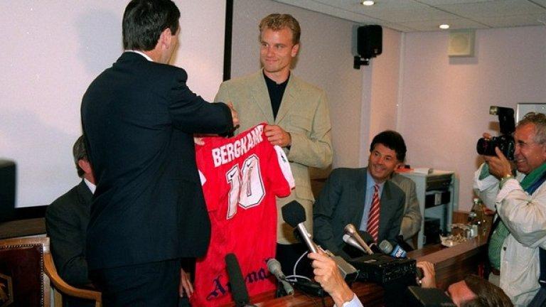 На 20 юни 1995 година Бергкамп стана футболист на Арсенал срещу 7,5 милиона лири, платени на Интер