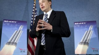 SpaceX обмисля база на Луната като междинна станция