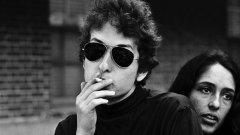 """""""Дилън е невъзпитан и арогантен"""", смята член на Академията, защото Дилън не е отговорил на нито едно обаждане от страна на Шведската академия, а вчера дори изтри от сайта си думите """"Спечелил Нобеловата награда за литература""""."""