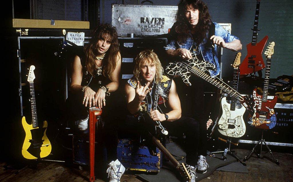 """Raven (1974)  Още едни представители на британската вълна в хеви метъла. Допълниха мощното си звучене с носене на предпазни спортни облекла на сцената и затова стилът им беше наричан """"атлетичен рок"""". В първото си турне въобще, Metallica всъщност беше подгряваща група именно на Raven."""
