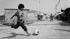 Разпространението на играта става по най-различни начини, които са много повече от капацитета на световната футболна администрация – от президента на ФИФА Джани Инфантино до последния квартален футболен деятел.