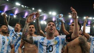 """Меси го направи! Аржентина разплака Бразилия на """"Маракана"""""""