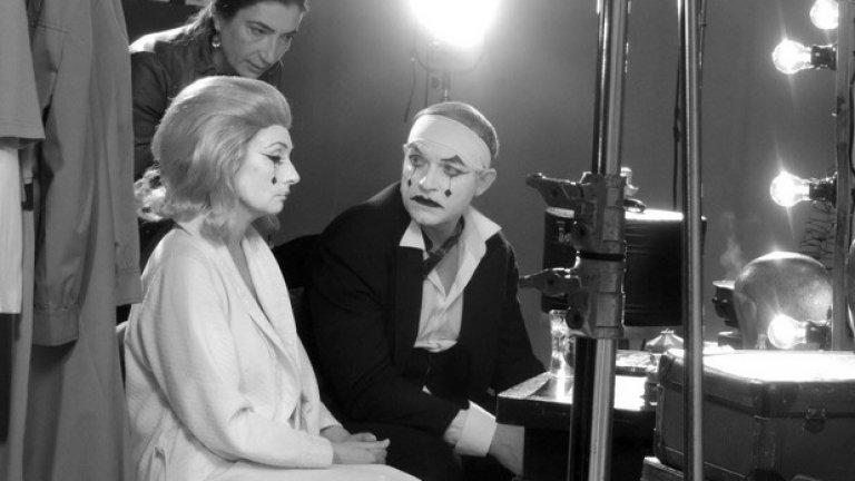 Сценичната постановка на спектакъла е дело на Снежина Петрова, а продуцент е Oxymoron Factory