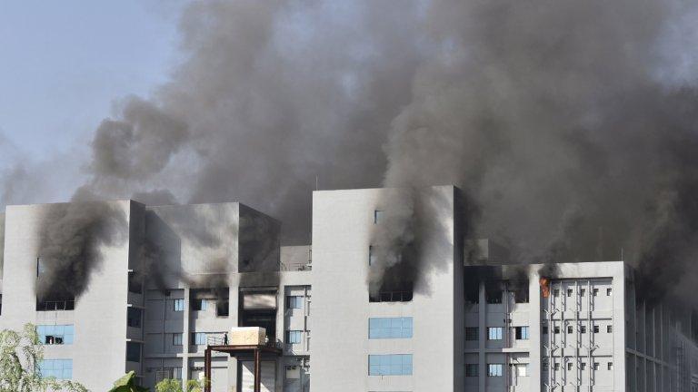 Петима загинали при пожар в най-големия завод за ваксини на AstraZeneca
