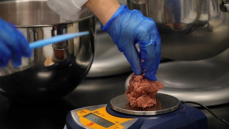 Beyond Meat обаче не са единствените с подобни разработки. Интересът към заместителите на месото води до появата и на други подобни компании като Impossible Meat и Moving Mountains.