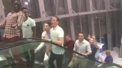 Играчите на Ливърпул покориха Дубай с песен