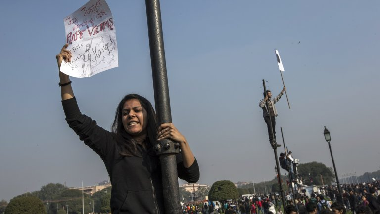 Индия продължава да има твърде голям проблем със сексуалното насилие - през 2020 г. властите в страната са регистрирали цели 28 046 случая на изнасилване - или близо 77 случая на ден. Според активисти реалността е дори по-страшна...