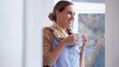 1. Започнете с чаша вода Започнете яденето като пиете чаша вода: така си пълните стомаха и елиминирате нарастващото усещане за глад.