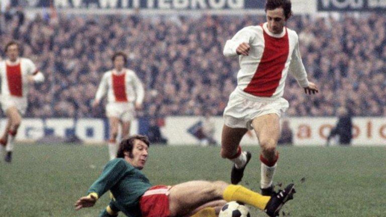 Йохан Кройф от Аякс във Фейенорд (1983)  След два успешни периода с Аякс във великата си кариера, легендата вероятно се е мислил за недосегаем в Амстердам. През лятото на 1983-та той вече беше на 36 г., но тъкмо беше извел Аякс до дубъл на домашната сцена. От клуба обаче решиха да не предлагат нов договор на най-големия футболист в своята история, а Кройф реши да им го върне като премине в големия враг Фейенорд.  Грандът от Ротердам изживяваше трудни години след спечелването на титлата и Купата на УЕФА през 1974-та и привличането на Кройф, макар и в края на кариерата му, беше голям удар. От Аякс мислеха, че ще се смеят последни, след като смазаха вечния съперник с Кройф в редиците му с 8:2 в първото дерби за сезона. После обаче Фейенорд влезе в страхотна серия от 15 мача без загуба, отмъсти на Аякс с победа с 4:1 в директния двубой и накрая на сезона триумфира с първа титла от 10 години насам, както и с Купата на Холандия. А Кройф стана футболист на годината в страната, за да натрие окончателно носа на бившия си клуб.