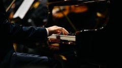 """Пекин използва музиканта, за да даде сигнал към останалите си знаменитости, че няма да търпи """"неморални"""" действия"""