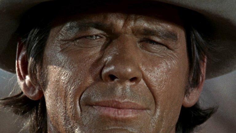 """""""Имало едно време на Запад"""" (Once upon a time in the West) Жанр: уестърн Година: 1968  Ако не сте гледали тази класика на режисьора Серджо Леоне, сега е моментът, дори да не си падате по уестърни. Леоне внимателно и със стил разказва една увлекателна история, в която съдбите на четирима персонажи се преплитат за кратко време.   Хенри Фонда е злодеят Франк - наемник, който изпълнява мръсните поръчки на богатия си шеф, но има по-големи амбиции. Пред плановете на двамата се появява пречка в лицето на ослепителната Джил (Клаудия Кардинале). В схемите им е замесен и бандитът Шайен, който признава много от греховете си, но не е съгласен да му бъдат трупани чужди. А някъде на заден план, но от основно значение за разплитане на целия този възел, е мъжът с хармониката (Чарлс Бронсън) - мистериозна, но опасна личност, подаваща се от сенчестото минало на Франк.  Мъжка чест, алчност, отмъщение - всичко това, събрано в силен сценарий, грабваща вниманието режисура и убедителен актьорски състав. И музиката... О, музиката!"""