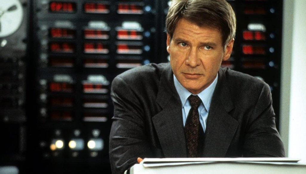 """Patriot Games / """"Патриотични игри""""  """"Патриотични игри"""" реално се води продължение на """"На лов за Червения октомври"""", в което Раян се е оттеглил от ЦРУ, само за да му се наложи отново да се върне след като случайно предотвратява атентат на ИРА в Лондон. Тук вече главната роля е поета от Харисън Форд, а пък Шон Бийн се представя чудесно като вманиачен за отмъщение ирландски терорист."""