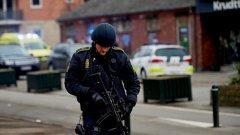 Датската полиция съобщи, че вече е установила самоличността на атентатора от културния център, но до този момент не разкрива името му, нито етническия му произход.