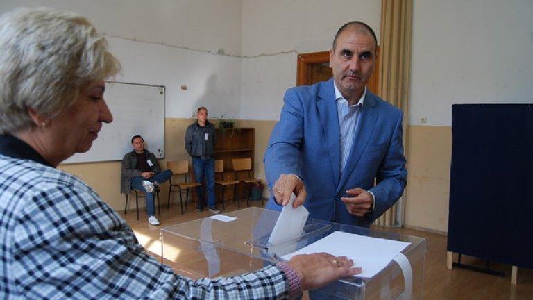 Цветан Цветанов обяви, че не вижда нищо лошо в общата кандидатура на ГЕРБ и БСП, която ще донесе четвърти сигурен мандат на кмета на Симитли Апостол Апостолов