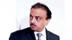 Според местни медии той е задържан за незакнно изтегляне на пари от фирмената каса