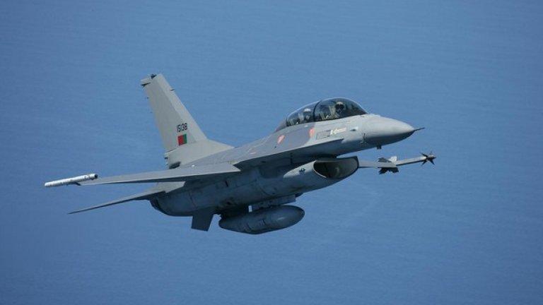 През 2012 – 2013 г. възможността да се купят употребявани F-16MLU от Португалия беше факт. В крайна сметка с машините се сдоби Румъния. Те обаче не са единствения изтребител, подходящ за нашите ВВС, вижте между какво още може да избира България в следващите снимки
