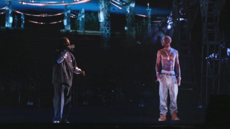 """Тупак Шакур  Холограмата на починалия през 1996 г. рапър се появи през 2012 г. на фестивала """"Коачела"""". Той пя заедно със Снууп Дог и Др. Дре и именно оттогава се заговори по-усилено за холограми на мъртви музикални легенди. Тиражираше се и възможността Дре и Снууп Дог да направят цяло турне с холограмите на Тупак и Нейт Дог."""