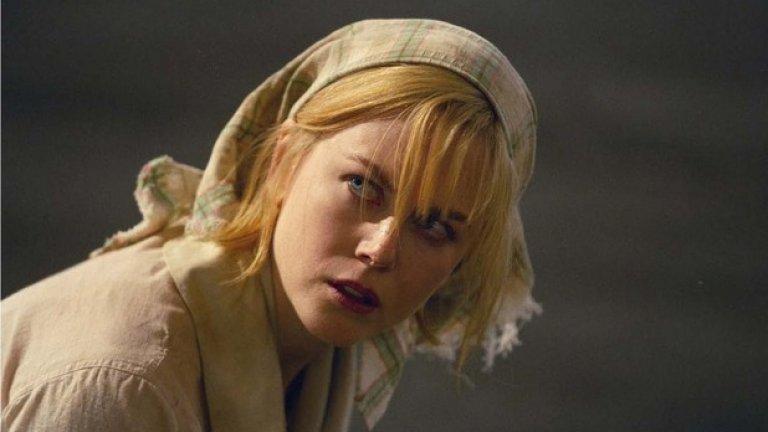 """""""Догвил""""  Датският провокатор Ларс фон Триер завършва тричасовия си експериментален шедьовър """"Догвил"""" с една от най-суровите, безкомпромисни, мизантропски и гениални кулминации в историята на киното.   След като е била системно унижавана, бита и изнасилвана от обикновените американски селяни, на които се е опитала да помогне, изящната мафиотска дъщеря Грейс (Никол Кидман) узрява за своето брутално отмъщение.   Мъже, жени деца… няма да има милост за никого. Върховният манипулатор Триер ни кара да копнеем за момента на насилието и да изпадаме в еуфория по време на финалната баня от кръв и огън."""