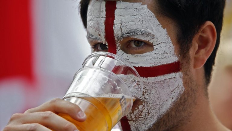 Позволяват бирата по стадионите в Англия?