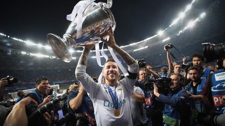 Вдигането на трофея след победата над Ливърпул на финала през 2018-а - третата поредна година, в която Реал Мадрид спечели Шампионската лига