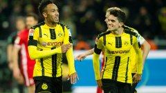 Обамеянг ликува след гола в 11-ата минута, свалил Байерн от върха в Бундеслигата