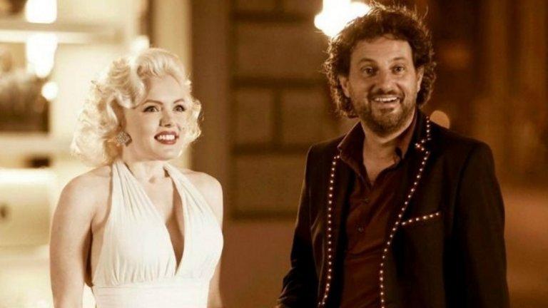 """""""Аз и Мерилин"""" / Io e Marilyn Като контраст с тежкия драматизъм, """"Аз и Мерилин"""" идва изпълнен с комедия и забавни случки. По време на спиритически сеанс група приятели призовават Мерилин Монро и в дома на Гуалтиеро се озовава един от вечните секс символи на Холивуд. Проблемът е, че само той може да я види. На помощ тук идва Арнолфо, експерт в сектора на призраците и отвъдното, който помага на Гуалтиеро да не се чувства (съвсем) луд. И така Мерилин се превръща в личен съветник на мъжа в отношенията му с жените и най-вече с най-важната жена в живота му - дъщеричката му Мартина."""