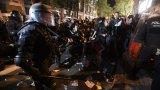 От Външно предупреждават за опасност от това демонстрациите в автономния регион да прераснат до сблъсци с полицията