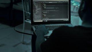 Или как сигурността срещу опити за достъп до съдържанието на телефона дава поле на дейност на престъпния свят