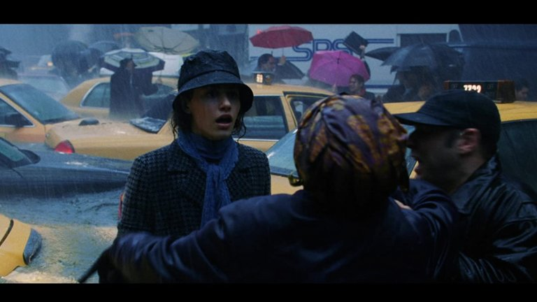 """""""След утрешния ден"""" (The Day After Tomorrow)Година:2004Понеже знаем, че всички сте гледали филма на Роланд Емерих минимум по телевизията и ако не го сложим в класацията, някой ще напише отдолу """"а къде е?!"""", ето го.  Вероятно най-известният сред филмите за апокалиптични бедствия, той започва със сцени, които напомнят силните дъждове в София и отива в сериозни крайности, които се надяваме да не преживеем никога. Уви, причината за тях е глобалното затопляне, което за разлика от спецефектите във филма далеч не е плод на грандоманското виждане на някакъв режисьор, така че """"След утрешния ден"""" все пак си е напомняне и за това докъде можем да я докараме."""