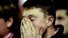 Фен на Арсенал минути преди тимът на Арсен Венгер да спечели лудата титла през 1998 г.