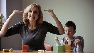 За силата на семейството и езика на жестовете