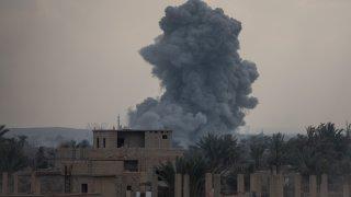 От Пентагона обясняват, че операцията е в отговор на ракетни нападения (снимка: Getty/архив)
