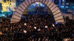 Демонстрантите виждат в удара по украинския самолет огромна трагедия за страната