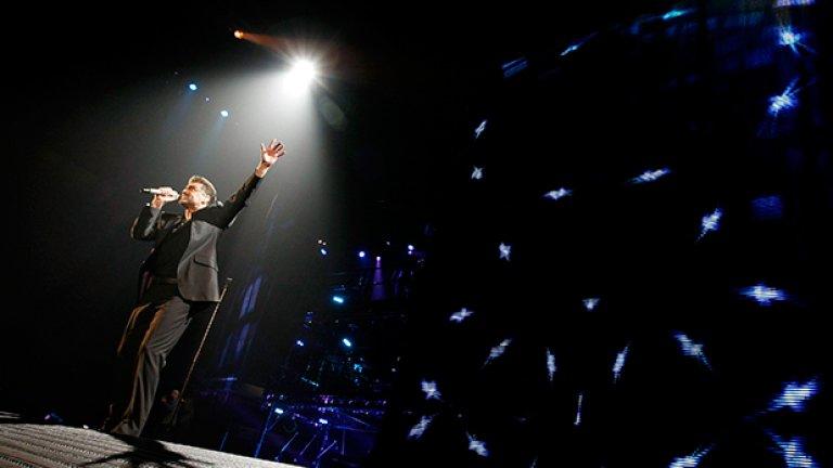 Най-ключовите моменти от кариерата и живота на певеца