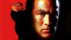 """Стивън Сегал (в който и да е филм със Стивън Сегал)  Така или иначе повечето филми на Стивън Сегал се развиват по една и съща матрица. Някой от неговите роднини или приятели е тежко ранен или убит от престъпници (които варират от корумпирани полицаи до силна мафия). Сегал пристига и се заклева да отмъсти. А след това се превръща в """"Райт"""" за престъпници и ги изтребва до крак. Брутални бойни сцени, солидни количества екшън и един тотално праволинеен, еднотипен и болезнено скучен главен герой."""