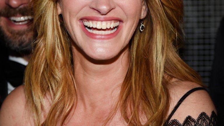 """Джулия Робъртс   Нито една класация за красиви усмивки не може да мине без """"хубавата жена"""" на световното кино. Джулия е от актрисите, които с годините не просто не губят чара си, а стават все по-обаятелни. Огромна заслуга за това има и пословичната й широка усмивка, която бихте разпознали сред стотици други."""